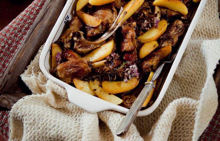 Capretto al forno con patate silane. Cosa abbinereste a un piatto saporito e deciso,…