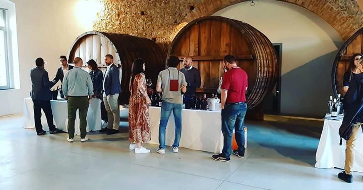 Ieri sono venuti a trovarci gli amici di Vinarius – Associazione Enoteche Italiane, impegnati…