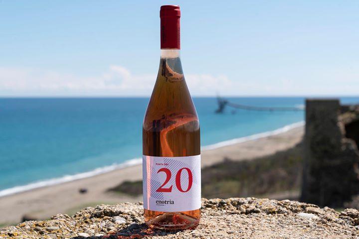 Cari #winelover(s), come procede la vostra #Estate? Qui a #CiròMarina tutto scorre fra dune…