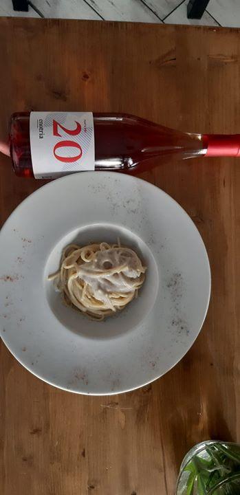 Rivisitazione calabrese della #cacioepepe. Spaghetto quadrato trafilato al bronzo, pecorino di tre diverse stagionatura,…